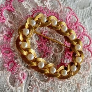 Shabby chic pearl link gold vintage pin